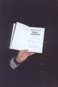 Na balu można było licytować również książki Ryszarda Kapuścińskiego