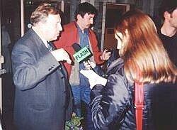 Po spotkaniu z widzami w kinie 'Światowid' Jerzy Stuhr spotkał się z dziennikarzami