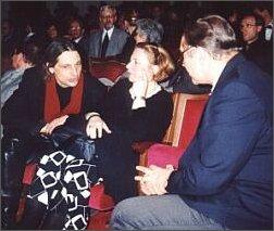 W Teatrze Śląskim. Od lewej: Piotr i Magdalena Łazarkiewiczowie, Krzysztof Zanussi. Foto: M. Kubik