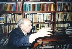 Julian Stryjkowski podczas przyjęcia u Ireny Szymańskiej - wydawcy i tłumacza (grudzień 1994 r.)