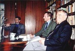 Wieczór pamięci Juliana Stryjkowskiego w Polskim PEN-Clubie. Od lewej: Marek Nowakowski, Piotr Szewc, Henryk Bereza. Warszawa, kwiecień 2001 r.