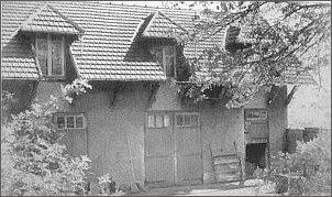 Dawne wozownie (fot. 1955 r.). Po  remoncie znalazły się to pokoje gościnne  oraz miejsca na książki i archiwa. foto:   Archiwum IL