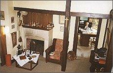 Widok ogólny holu. W głębi po prawej pokój Giedroycia (IX 1997 r.) foto: M. Kubik