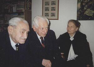 Od lewej: Jerzy Turowicz Artur Międzyrzecki, Julia Hartwig (Warszawa, listopad 1994 r.)