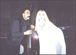 Elżbieta Czerczuk z Bogdanem Mizerskim - współkompozytorem muzyki do kilku wystawionych przez nią spektakli.