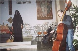 Wznowienie spektaklu wg 'Dziadów' A. Mickiewicza (Paryż, listopad 2001 r.)   Foto: M. Kubik