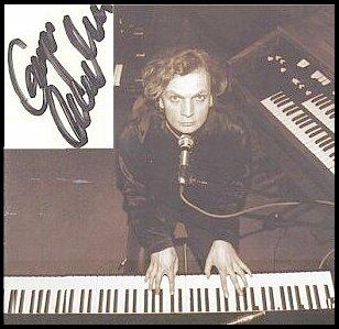 Twórca muzyki do filmu  'Wiedźmin', Grzegorz Ciechowski, lider zespołu rockowego 'Republika', zmarł nagle 22 grudnia 2001 r.