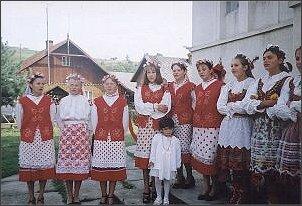 Nowy Soloniec  - gmina zamieszkała praktycznie wyłącznie przez Rumuńską Polonię. Dzieci tych, którzy przyjechali tu przed laty, witają nas śpiewaną po polsku pieśnią.