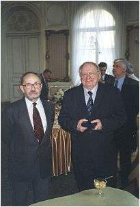 Prof. Andrzej Lasota z prof. Ryszardem Engelkingiem