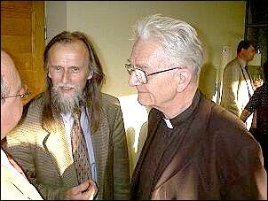 W kuluarach: prof. Tadeusz Sławek, ks. Adam Boniecki   Foto: M. Kubik