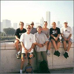 Chicago. Od lewej: Ian (Anglia), Ziemek (Polska), ja, Marielle (Holandia), Peter (Czechy), na dole: Karsten (Niemcy), Krzysiek (Polska)