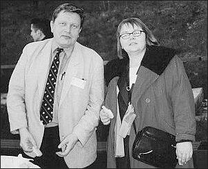 Dr Jakub Basista oraz dr Eugenia Sojka podczas kolacji przy ognisku