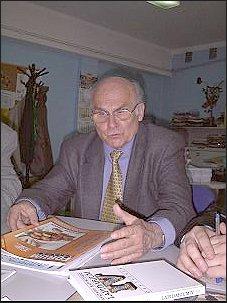 Ryszard Kapuściński w redakcji 'Gazety Uniwersyteckiej UŚ'     Foto: Ł. Adamczyk