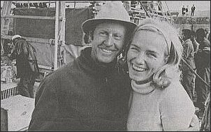 Norweski podróżnik z żoną w Maroku (1969 r.) tuż przed próbą przebycia przez Atlantyk w Ra