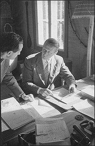 Lucjan Wolanowski w rozmowie z Thorem Heyerdahlem (Oslo, 20.09.1957 r.)         Foto: K. Jarochowski