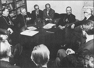 """Abp Luigi Poggi w """"Tygodniku"""". Pierwsi z lewej kardynałowie władysław Rubin i Karol Wojtyła      Foto: Archiwum """"TP"""""""