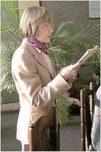 """Prof. Ewa M. Thompson prezentuje w sali Rady Wydziału Filologicznego wykład zatytułowany: O """"Dzienniku"""" Gombrowicza: tomizm, postmodernizm, tożsamość narodowa."""