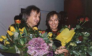 Toną w kwiatach: Roman Kalarus i Joanna Piech