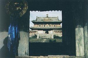 Jeden z ocalałych dużych klasztorów buddyjskich - Erdene Zulu w Karakorum