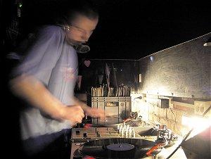 Czarujący DJ Prescot
