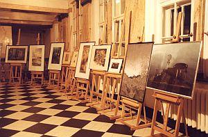 Do udziału w aukcji zgłoszono 17 prac plastycznych