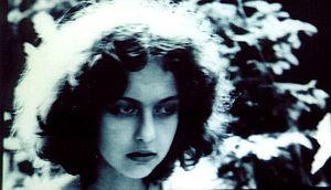 Główna bohaterka filmu Kamieniste wzgórze
