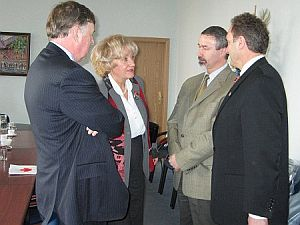 Od lewej: Ambasador Ralph Lysyshyn, prof. zw. dr hab. Genowefa Grabowska, prof. dr hab. Wiesław Banyś, Senator Raymond C. Setlakwe