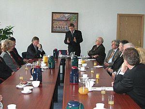 Otwarte spotkanie delegacji kanadyjskiej z władzami UŚ poprzedziła wzajemna prezentacja oraz zwięzła charakterystyka uczelni, którą nakreślił JM Rektor prof. Janusz Janeczek