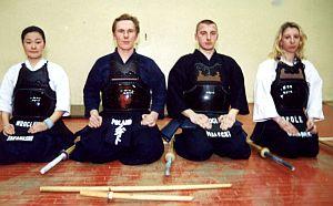 Goście pierwszego pokazu na Górnym Śląsku, od lewej siedzą: Shizuka Takahashi, Michał Młot (instruktor katowickiej sekcji), Marcin Małecki, Małgorzata Gołąbek