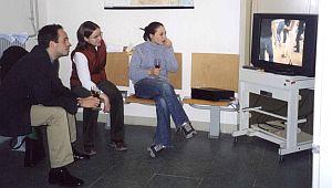 Z zainteresowaniem oglądano film video dokumentujący ubiegłoroczną letnią szkołę języka, literatury i kultury polskiej