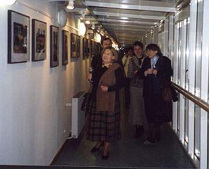 Wernizaż wystawy, od lewej: Ewa Belowska (Politechnika Wroclawska), Katarzyna Kainacher (była studentka kolegium, obecnie nauczycielka w szkole polskiej przy Ambasadzie w Wiedniu), Grażyna Balkowska (Politechnika Wroclawska)