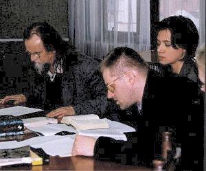 Kierownik Katedry Literatury Porównawczej prof. Tadeusz Sławek (pierwszy od lewej)