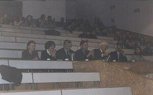 Na pierwszym planie rozbawione Jury, a w tle ''szerokie grono publiczności''