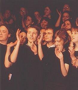 Emanujący ze sceny entuzjajzm udzielał się widowni