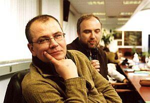 Dr Dariusz Nowacki z Zakładu Krytyki Literackiej, w tle dr Krzysztof Łęcki (Zakład Badań Kultury Społecznej)