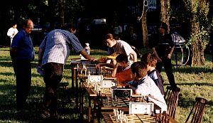 Symultana szachowa pod kierunkiem Mistrza UŚ Sebastiana Drzazgi