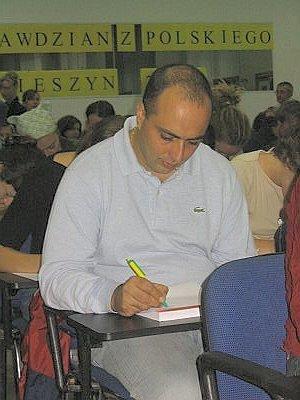 Uczestnicy letniej szkoły piszą sprawdzian z polskiego.