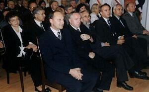 Prezydent Jastrzębia Marian Janecki (czwarty od prawej) otrzymał Odznakę Zasłużony dla Uniwersytetu Śląskiego