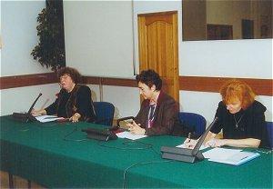 Od lewej siedzą: dr Bronisława Dymara, prof. Wiesława Korzeniowska, dr Urszula Szuścik