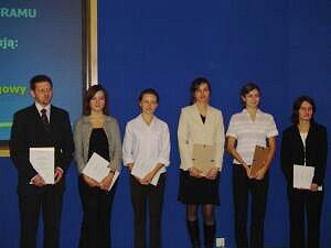 Prawie połowa stypendystów SFS to studenci UŚ. Na zdjęciu student WNS Krystian Dudek po wręczeniu symbolicznego dyplomu
