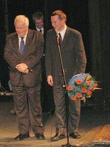 Chociaż przyszło dwóch dyrektorów chwackich, to żaden z nich nie śmiał usiąść przy Opackim - prof. dr hab. Włodzimierz Wójcik i prof. dr hab. Marian Kisiel