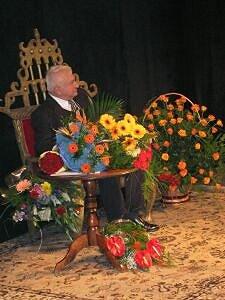 Jubilat króluje w powodzi kwiatów na Dużej Scenie Teatru Śląskiego w Katowicach