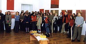 Na wernisażu wystawy obecni byli studenci i współpracownicy malarki