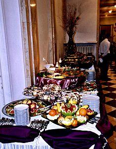 Ozdobę wnętrza stanowiły ze smakiem (!) udekorowane stoły
