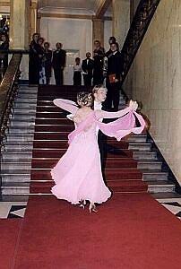 Bal otwierał pokaz tańca towarzyskiego w wykonaniu Moniki Szamszy i Patryka Stankiewicza (Sportowy Klub Taneczny ''Flamenco'' z Siemianowic Śląskich)