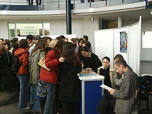 Uniwersytecka prezentacja w budynku Wydziału Prawa i Administracji