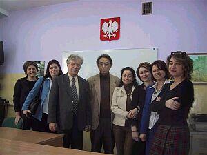 Profesor Sekiguchi z pracownikami Szkoły Języka i Kultury Polskiej