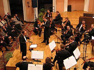 Zebrani wysłuchali koncertu w wykonaniu Śląskiej Orkiestry <br>Kameralnej pod dyrekcją Jana Wincentego Hawela