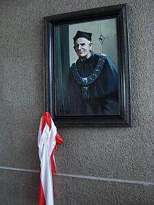W Sali Rady Wydziału Filologicznego zagościł na stałe portret Profesora Zbigniewa Jerzego Nowaka