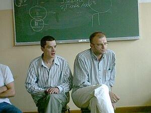 Prowadzący szkolenie na Wydziale Filologicznym, Adam Niedbała i psycholog Tomek Wojtasik, edukatorzy UNDP i  Krajowego Centrum ds. AIDS